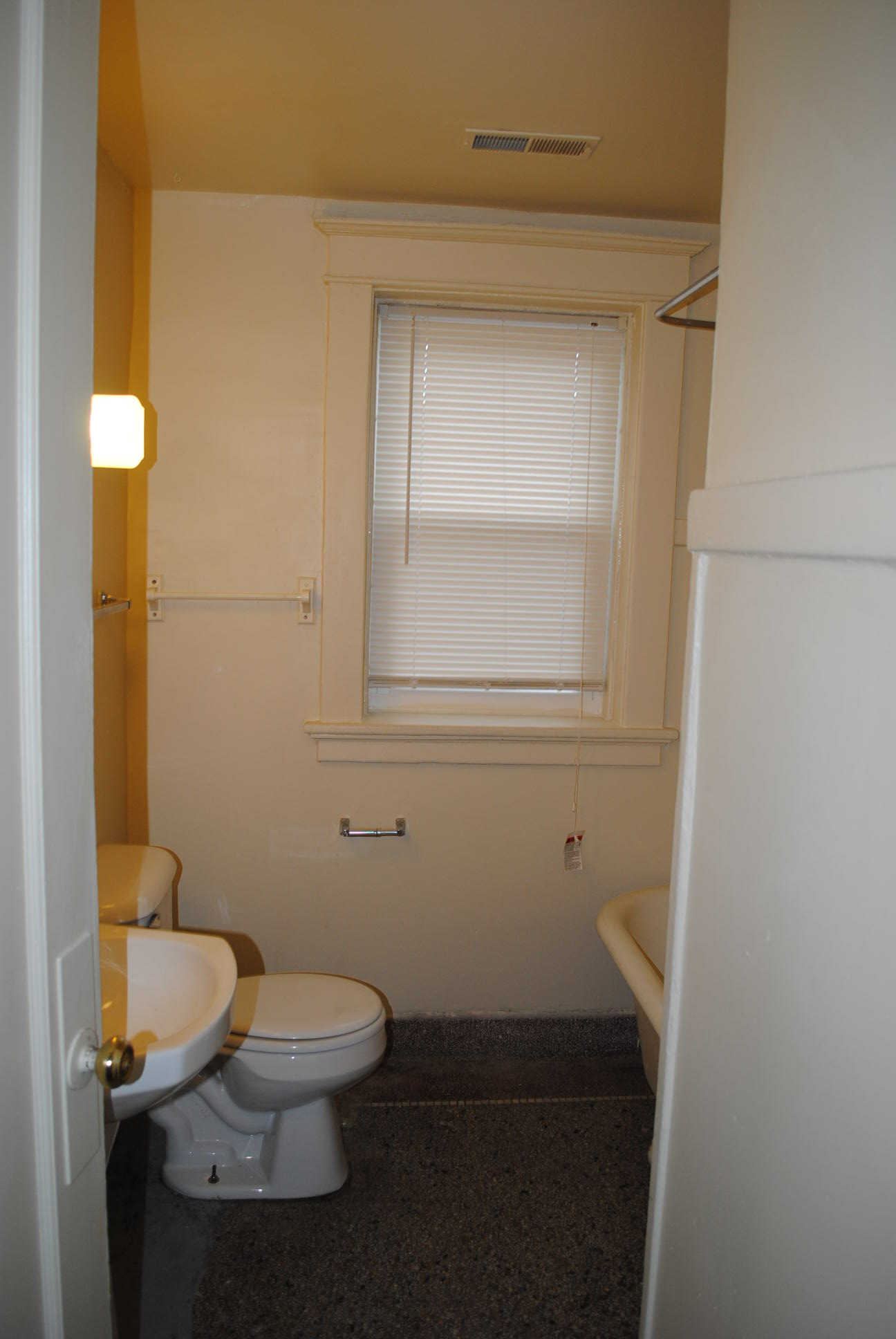 The%20maine_inside_2bdrm_bath