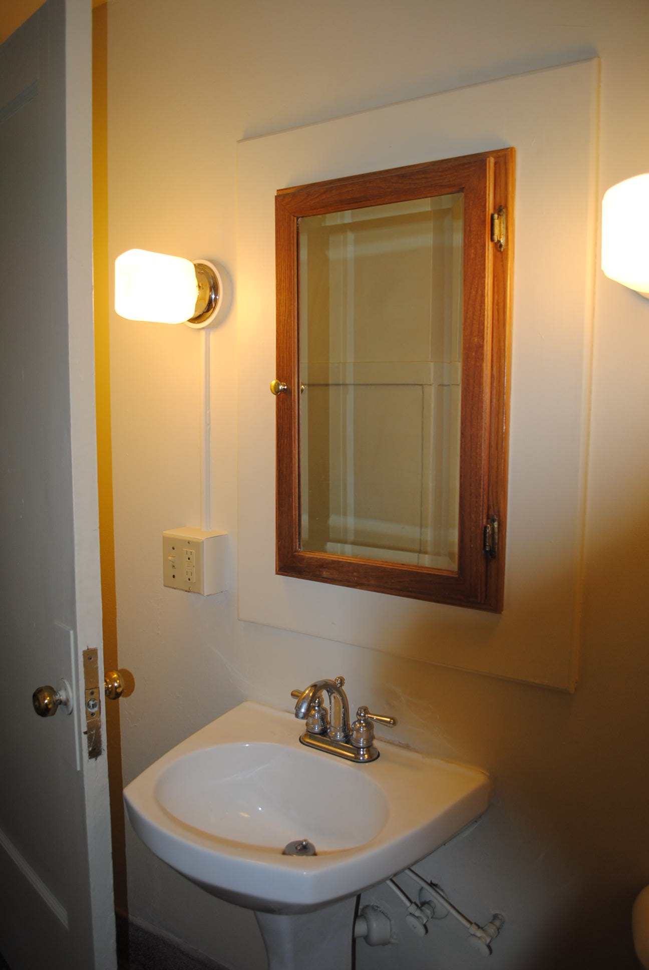 The%20maine_inside_2bdrm_bath2