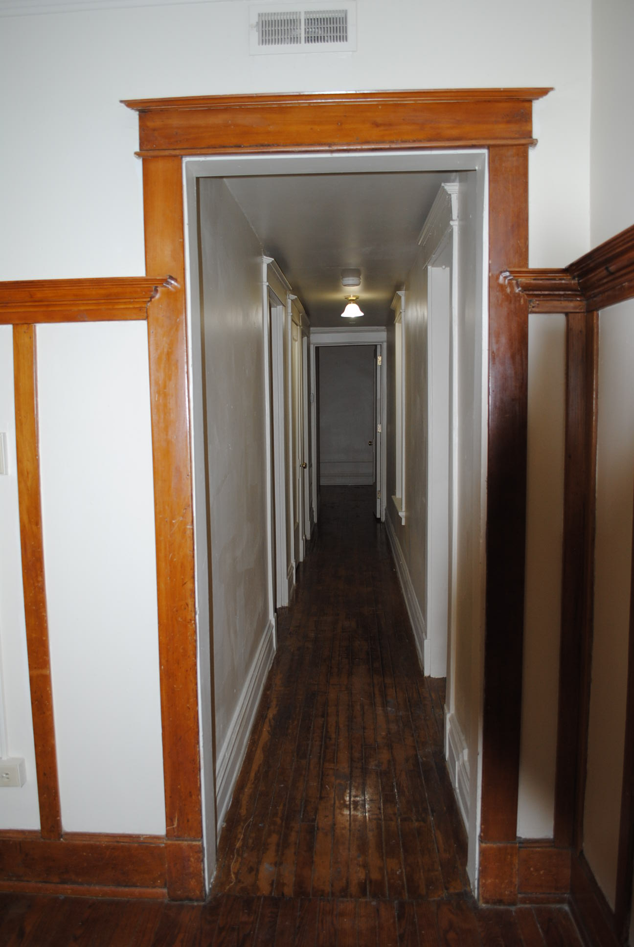 The%20maine_inside_2bdrm_hallway