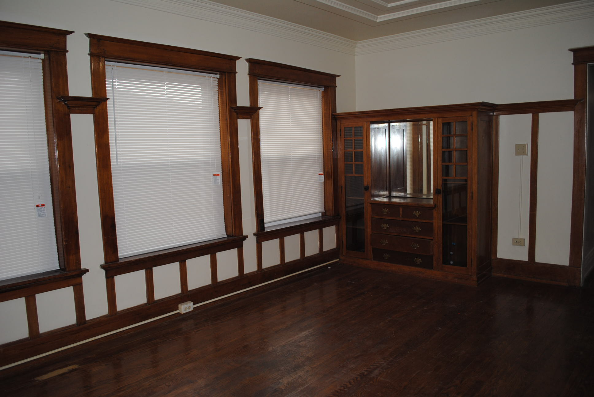 The%20maine_inside_2bdrm_lr